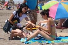 Entrega de información en Playa El Laucho de Arica