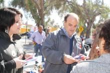 coordinador regional del SENDA junto a directora dEL INJUV realizando difusión