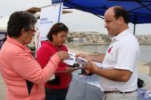 Coordinador regional del SENDA, Jaime Carvallo Carvallo dialogando con las personas que se acercaron al Gobierno en Terreno de Caldera