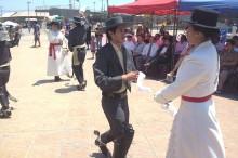 """Agrupación juvenil """"Vientos del Puerto"""" llevaron el folclor y la cueca a la plaza Carlos Condell de Caldera"""