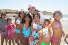 Coordinadora comunal del SENDA Previene Copiapó María Ávalos compartiendo con los menores del lugar
