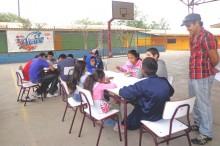 Profesor Pedro Cereceda estuvo a cargo delos talleres de la escuela de verano hasta donde llegó SENDA Previene con su campaña de verano.