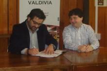 Director de SENDA junto al alcalde de Valdivia