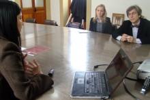 Paula Bravo da a conocer trabajo de prevención de drogas a embajador de la Unión Europea.