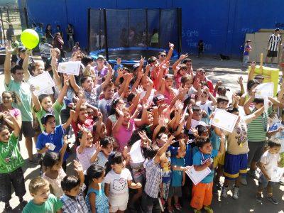 Escolares de Pichilemu finalizan talleres de pintura con mural preventivo