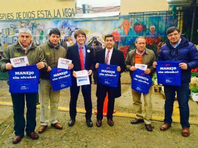 Transportes y Senda llaman a la conciencia sobre conducción sin alcohol a locatarios y clientes de La Vega Central