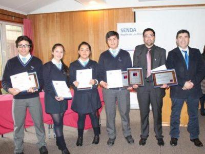 Colegio Santa Cruz de Río Bueno triunfó en final regional de Debates Estudiantiles