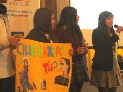 Estudiantes penquistas debaten sobre el consumo de drogas, tabaco y alcohol