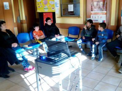 Profesionales de programa preventivo dialogan con niños y jóvenes de sector focalizado de Valdivia