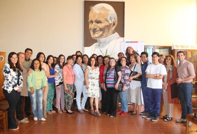 Padres asisten a escuela preventiva en La Serena