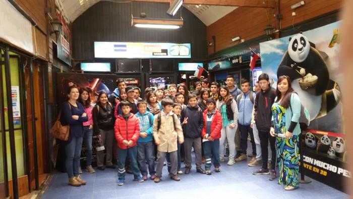 Estudiantes de La Unión disfrutan del cine en su tiempo libre