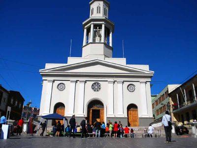 Autoridades comparten desayuno solidario con personas en situación de calle en Valparaíso