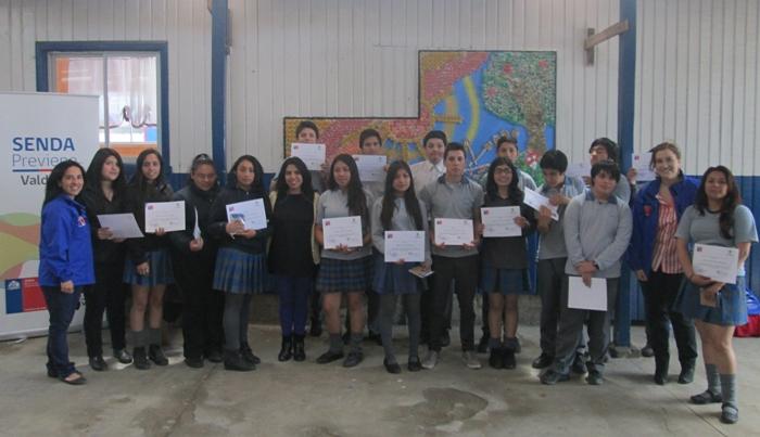 Estudiantes de Colegio Helvecia de Valdivia confeccionaron mural preventivo