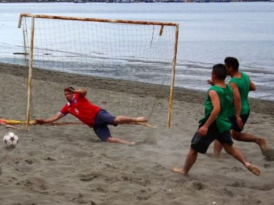 Con fútbol playa y body combat invitaron a disfrutar sanamente las vacaciones en Quellón