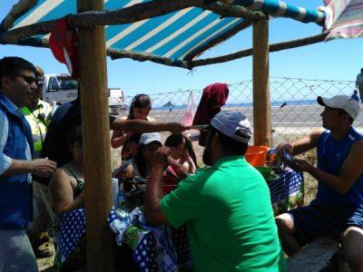 Director regional SENDA difundió campaña de verano en balneario de Mehuín