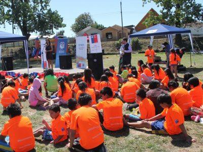 Con tarde de piscina, baile y juegos promovieron campaña de verano de SENDA en Osorno
