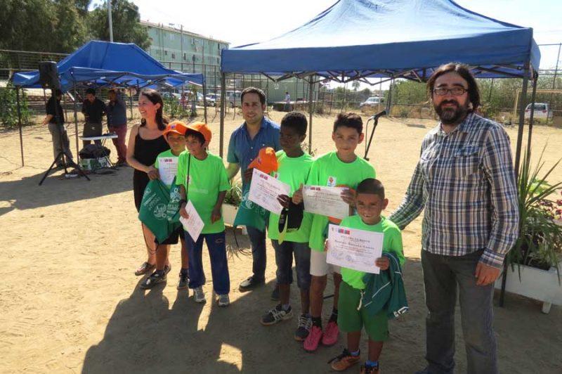 SENDA e IND premian a niños que participaron en taller de fútbol en Valparaíso