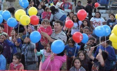 Senda Previene Río Bueno finalizó el verano con show artístico junto a la comunidad