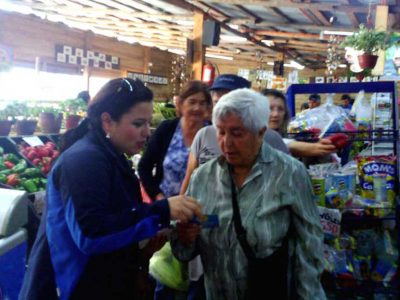 Senda Previene El Tabo realiza intervención urbana en Frutería Yupanqui