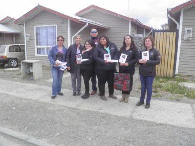 Con puerta a puerta Senda Previne Puerto Natales informa a la comunidad