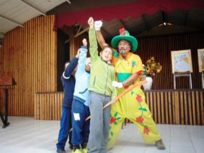 Estudiantes de Nontuelá disfrutaron de teatro preventivo gestionado por SENDA Previene Futrono