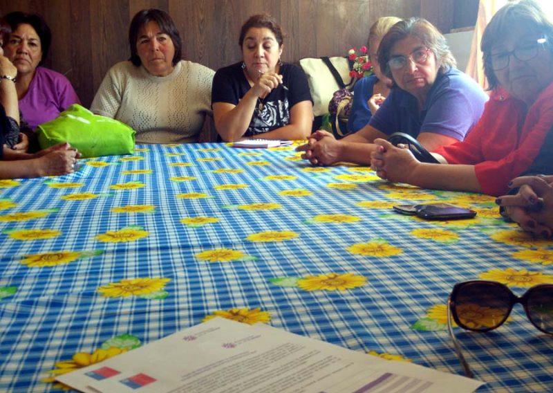 Mujeres tejedoras de El Tabo se capacitarán en Habilidades Preventivas