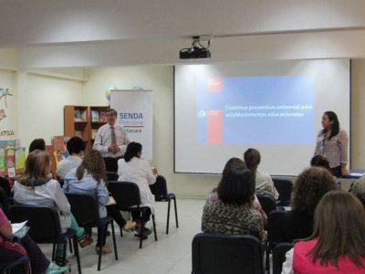 SENDA Vitacura presenta Continuo Preventivo a comunidad del Liceo Amanda Labarca