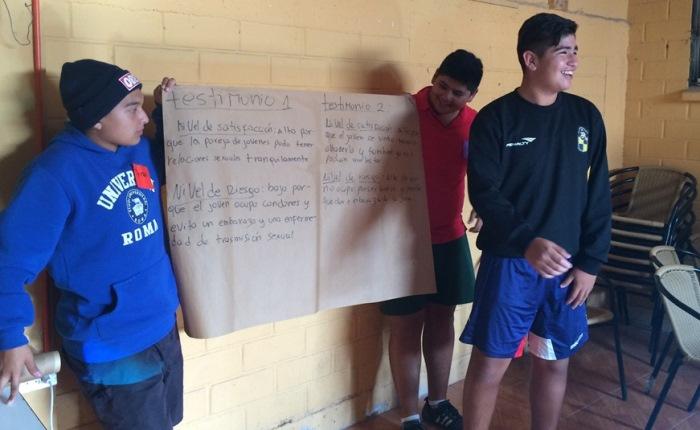 Realizan charlas educativas a jóvenes deportistas del sector Punta Mira