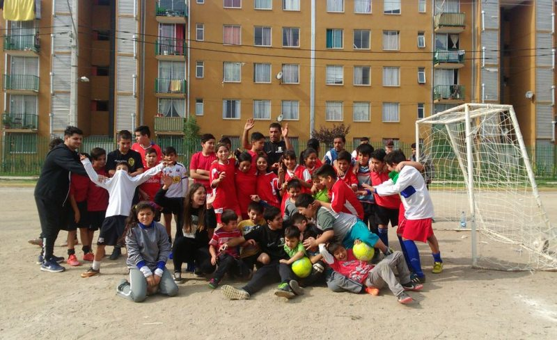 Niños de Estación Central y San Joaquín protagonizan entretenido partido amistoso