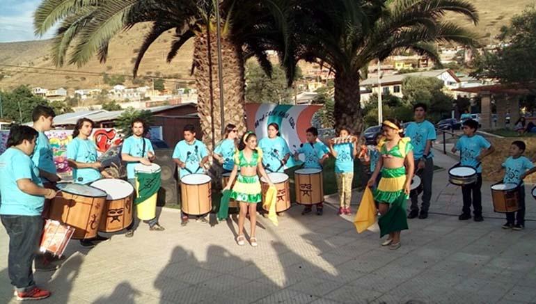 Al ritmo de los tambores niños, jóvenes y adultos le dan color a las calles de Cabildo