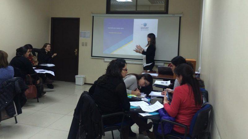 """SENDA Araucanía capacita a profesionales de programa """"Actuar a Tiempo"""" para abordar situaciones de riesgo"""