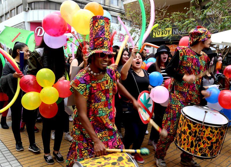 Colorido pasacalles celebró el Día Internacional de la Prevención de Drogas y Alcohol