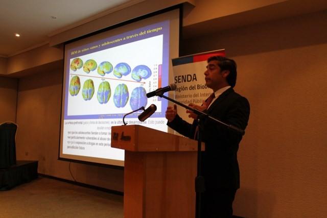 Director Nacional de SENDA dicta charla sobre la prevención de drogas y alcohol a más de 300 profesionales de la educación