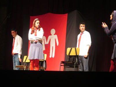 En Talagante 180 estudiantes asisten a obra de teatro que llama a la prevención