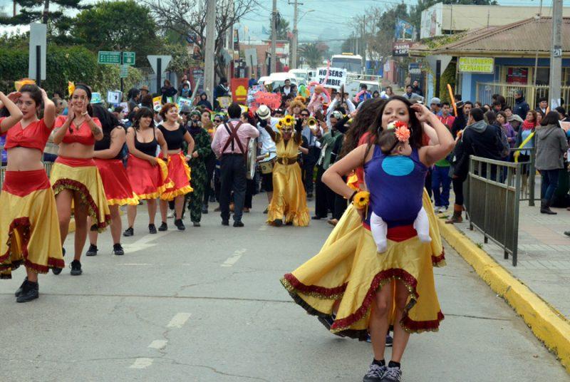 Masiva y colorida comparsa recorrió el centro de La Ligua para conmemorar Día de la Prevención