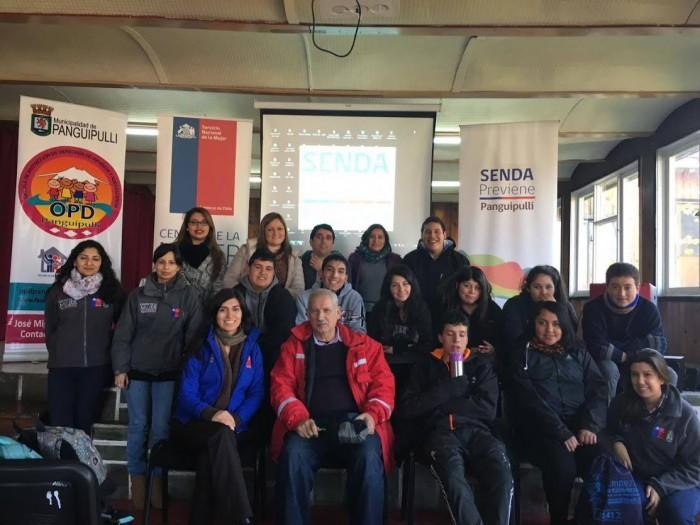 Jóvenes del Complejo Educacional Tierra Esperanza de Neltume conocieron oferta municipal de apoyo