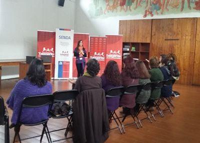 Previene Talagante capacita a mujeres de organización DOMO DEUMAN