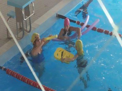 Vecinos y niños de Pudahuel disfrutan de una mañana recreativa en la piscina