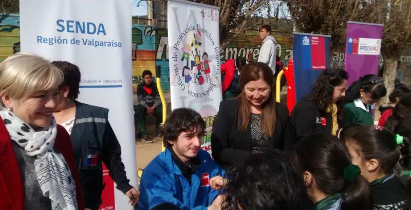 SENDA Valparaíso participa junto a cientos de niños y niñas en feria de Gobierno Presente en Laguna Verde