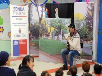 Con Obra Títeres SENDA PREVIENE Chillán celebra el Día del Niño