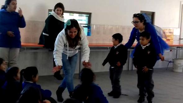 Había una vez un grupo de niños de Quintero que participaron de un cuenta cuentos por la prevención