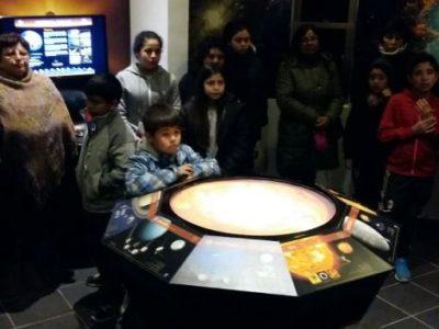Familias de barrio focalizado de Illapel visitan centro astronómico