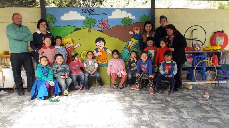 Con pintura y pincel niños dicen no a las drogas en Jardín Infantil de Cahuil