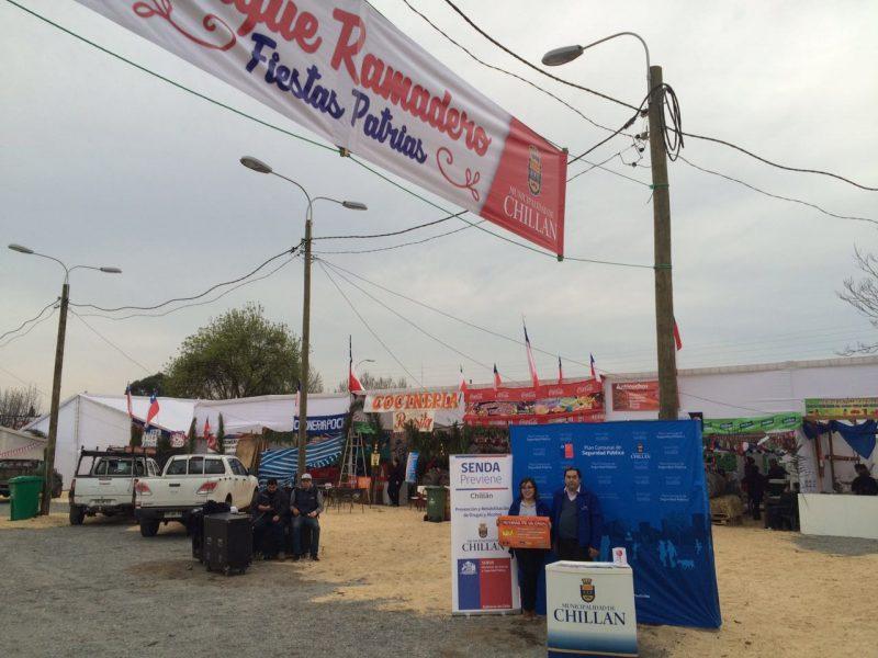 SENDA Previene Chillan y Programa Comunal de Seguridad Pública distribuye material preventivo en celebraciones de Fiestas patrias