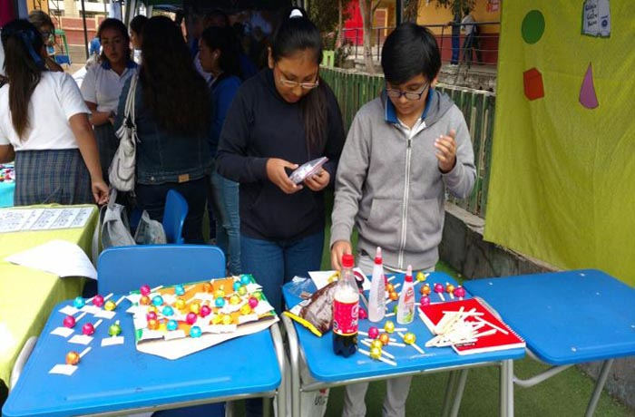 """Escuela Castro Ramos realiza """"I Feria Matemáticas"""" preventiva"""
