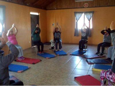 SENDA Previene de Temuco potencia talleres de yoga en barrios de la comuna