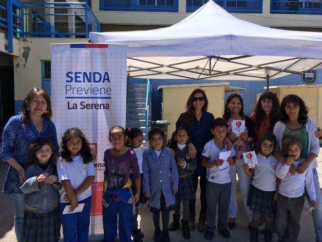Feria preventiva en Colegio Víctor Domingo Silva