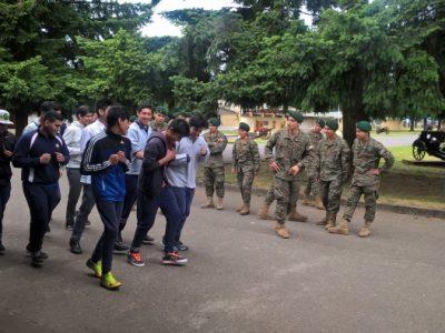 Estudiantes visitaron Regimiento de Artillería N°2 Maturana de La unión en el marco de actividades del Programa Actuar A Tiempo de SENDA