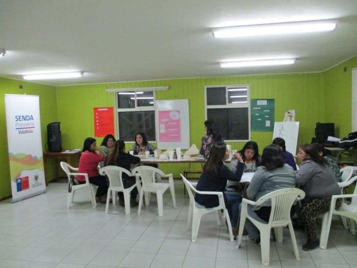 SENDA Previene Valdivia realizó talleres preventivos a dirigentas sociales de sector focalizado
