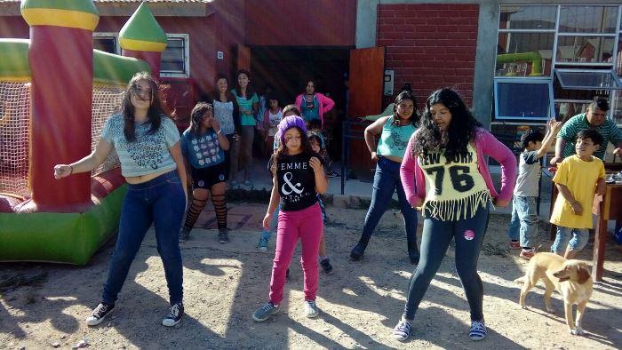 Niños de Punta Mira disfrutan de una gran fiesta preventiva comunitaria